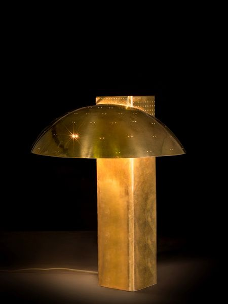 Paavo Tynell Lampe de table en laiton perforé Edition Taito Oy Estimation: 15 000 à 25 000 euros