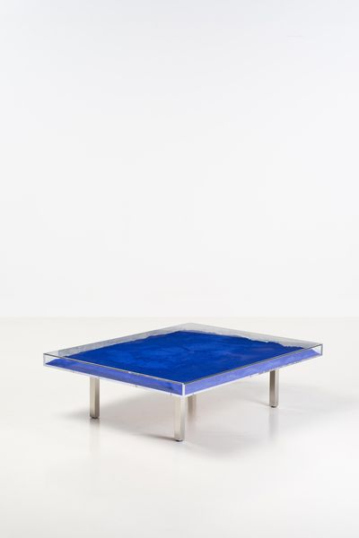 Yves Klein Table bleue, 1963. Estimation: 15 000/ 20 000 euros.