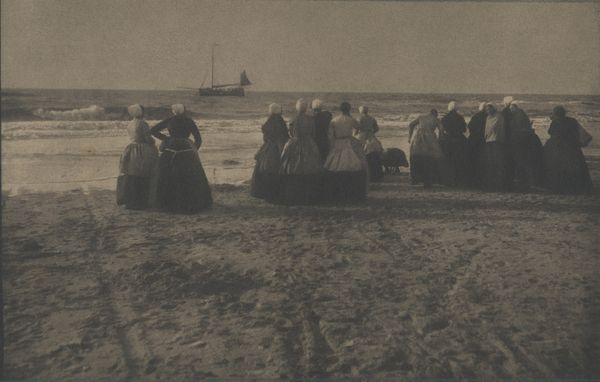 Heinrich Kühn Fisherwomen on the shore, Pays-Bas 1896 Galerie Johanes Faber