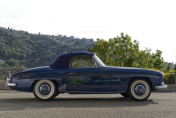 Mercedes-Benz 190 SL cabriolet 1958. Estimation: 120 000 à 160 000 euros.