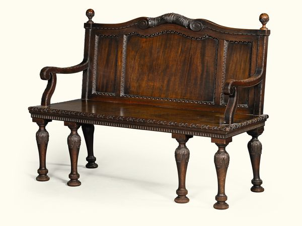 Banc George III en acajou, vers 1760.  Attribué à William et John Linnell. Estimation: 92 500 à 133 000 euros.