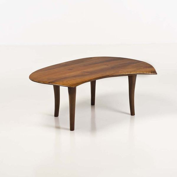 Wharton Harris Esherick (1887-1940) Table basse, cerisier, 1970. Estimation: 35 000 à 45 000 euros.